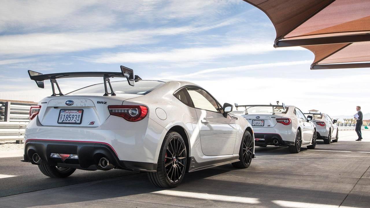 Родственным Subaru BRZ и Toyota GT86 уже без малого девять лет, а значит, их карьера близка к финалу. Оба купе недавно получили «финальные» версии, а теперь Subaru заявила о прекращении приёма заказов на BRZ и скорой остановке выпуска на предприятии в Гунме. Вероятно, такая судьба ждёт и GT86: его делают на том же заводе.