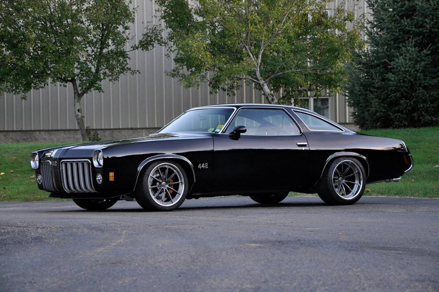 История стильного и самобытного купе Oldsmobile Cutlass от американского концерна General Motors насчитывает 32 года, а самым эстетически привлекательным часто называют III поколение (1968–72). Именно его и взялось возродить на современной технике ателье Schwartz Performance.