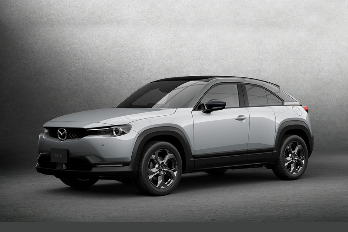 В Японии представили Mazda MX-30 в гибридном исполнении e-SkyActiv G. В составе электрифицированной установки значится 2,0-литровый атмосферник и стартер-генератор на 24 вольт с литий-ионной батареей. Прием заказов стартует ближе к концу года.