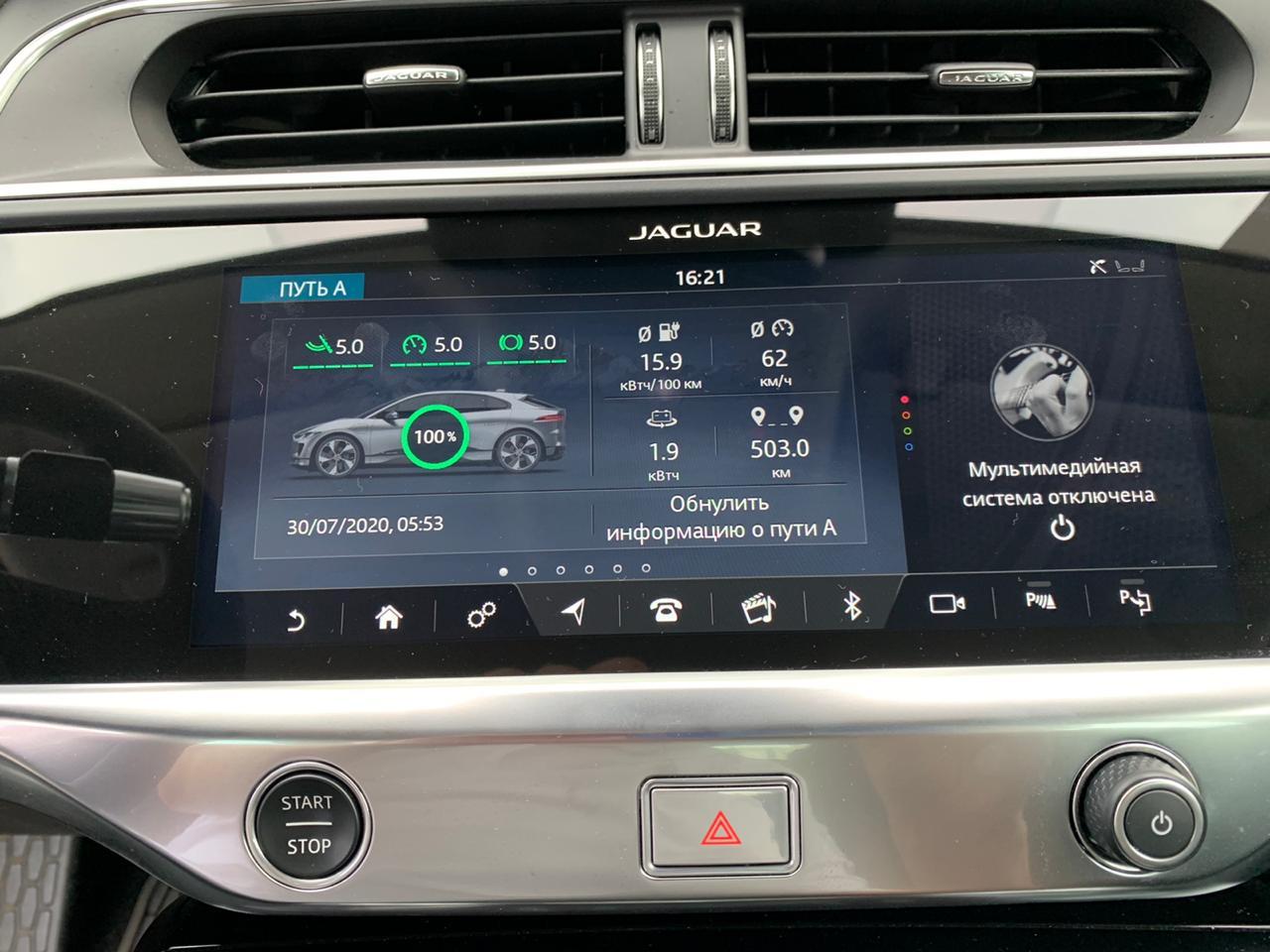Отделение Jaguar Land Rover Россия решило проверить запас хода электрокара Jaguar I-Pace в реальных условиях, и результаты впечатляют: кроссовер превысил официальный пробег на одной зарядке.