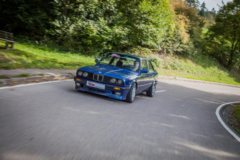 As unlikely as it may seem, this modest-looking BMW E30 hides a turbocharged Toyota 1JZ underneath that hood! Whereas the old Supra's 2JZ mill is omnipresent in the tuning world, the 1JZ is not nearly as common, especially in Bavarian cars. But let us see how things worked out for the 3 Series.
