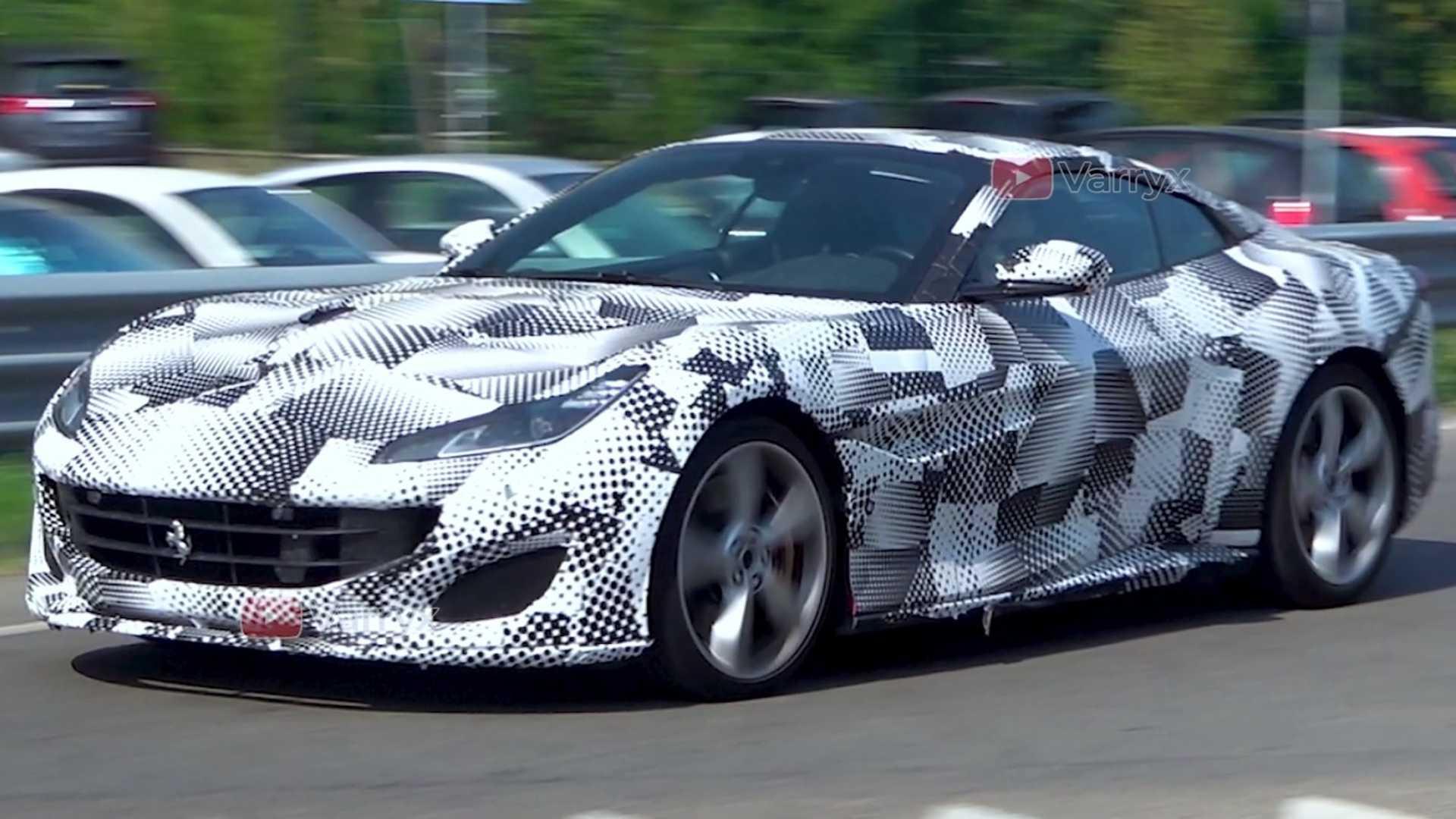 Кабриолет с жёсткой складной крышей Ferrari Portofino появился три года назад, и в ближайшее время можно ждать дебюта обновлённой версии. На итальянских дорогах фотошпионам попался закамуфлированный прототип, и маскировка вызывает недоумение: зачем скрывать дизайн, если никаких изменений не видно?