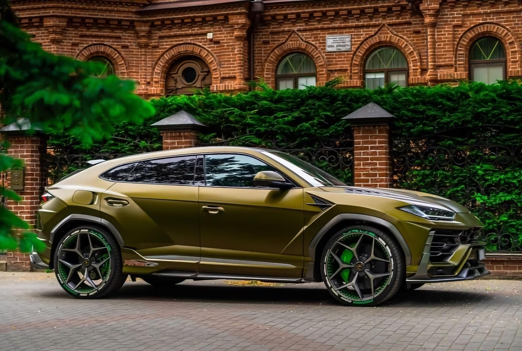 A Lamborghini Urus customized by SCL Global Concept for the FormaCar Mobile App team just went on sale in Krasnodar, Russia, for 29,500,000 RUB (about 400,000 USD).