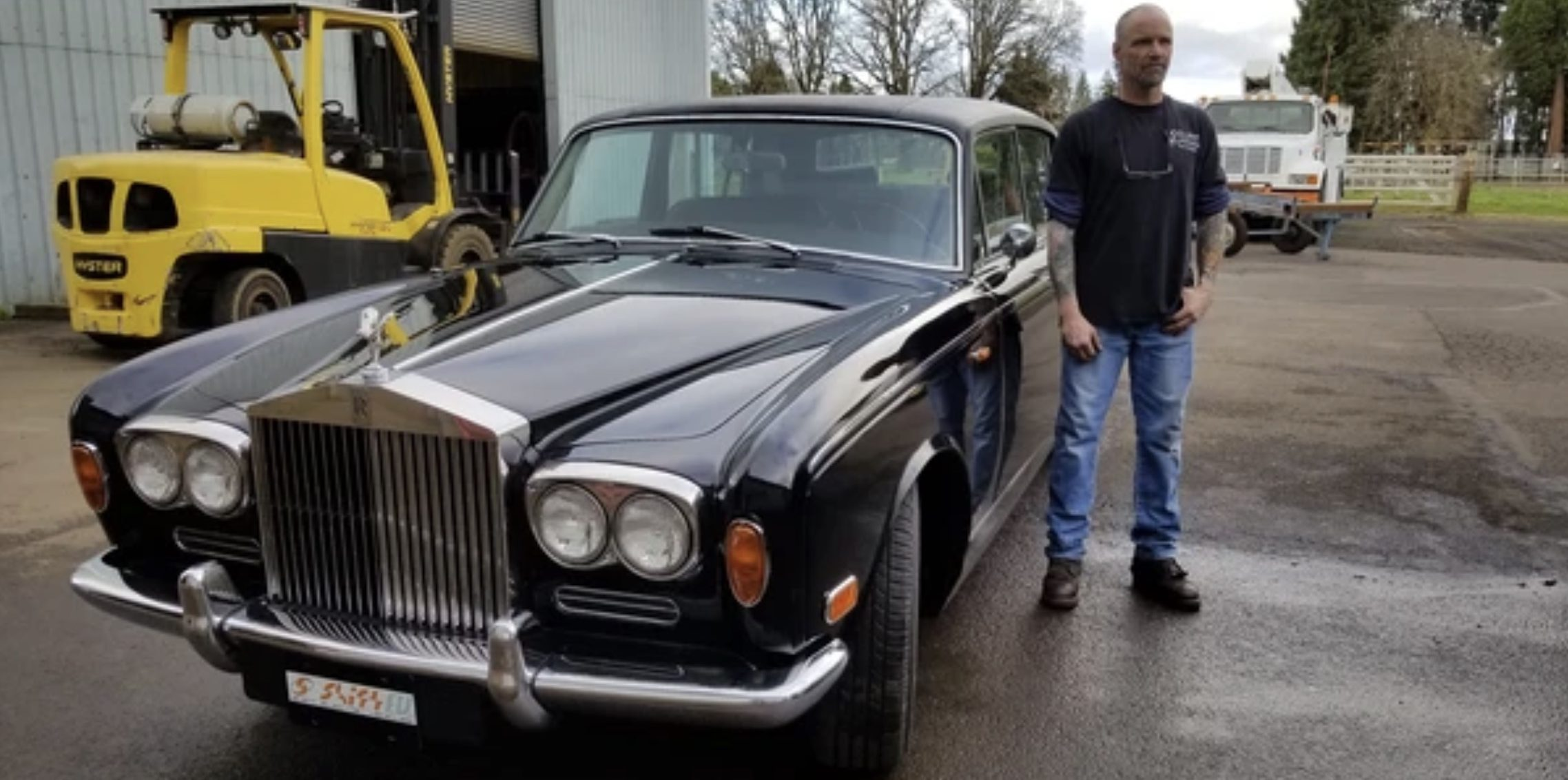 U.S.-based auto workshop Shift EV dedicates itself to electric conversions of classic cars. For today, let us watch them turn this 1970 Rolls-Royce Silver Shadow into a vintage-looking, yet modern and powerful luxury sedan.