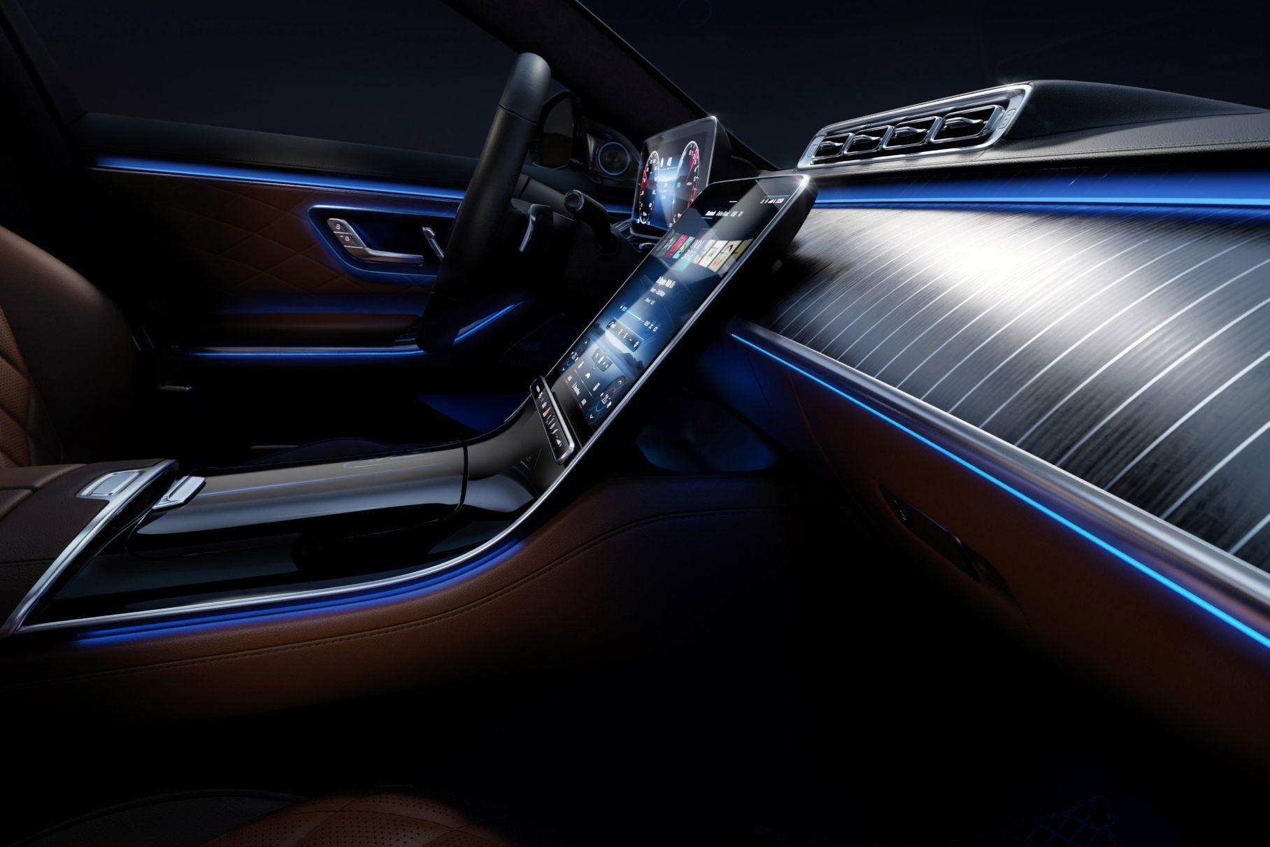 Немецкий автопроизводитель «Мерседес» поделился очередной порцией информации о следующем S-Class. Для удобства инновационную подсветку связали с функционалом автомобиля.