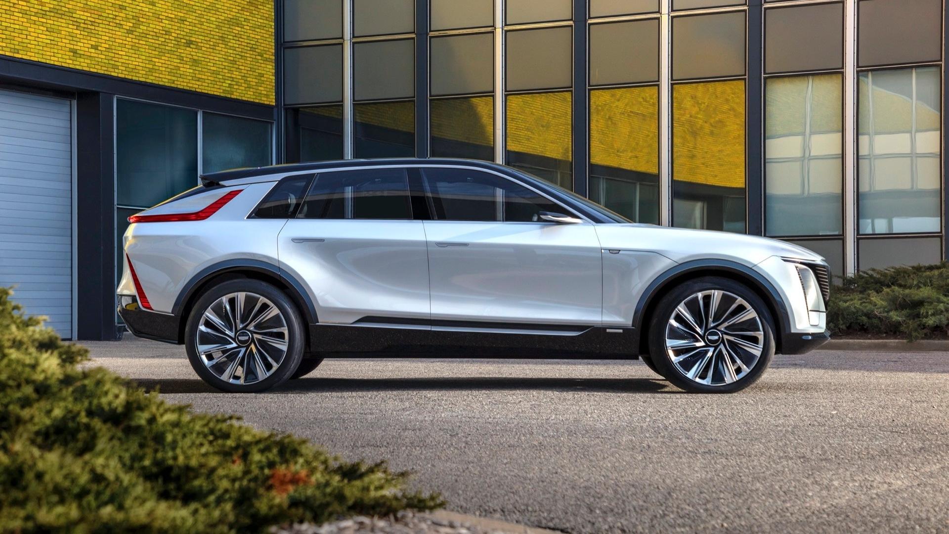 Президент североамериканского офиса GM Стив Карлайл заявил, что Cadillac Lyriq будет стоить как среднеразмерные премиальные кроссы на бензине или чуть дороже.