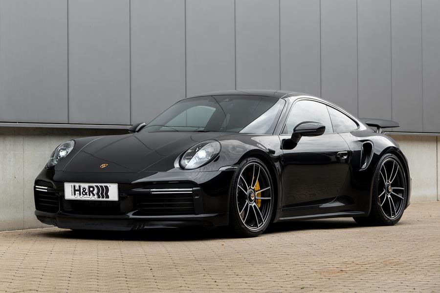 Случилось то, чего с нетерпением ждали поклонники новейшего спорткара Porsche 911 в кузове 992: компания H&R спроектировала для модели особые укороченные пружины подвески.