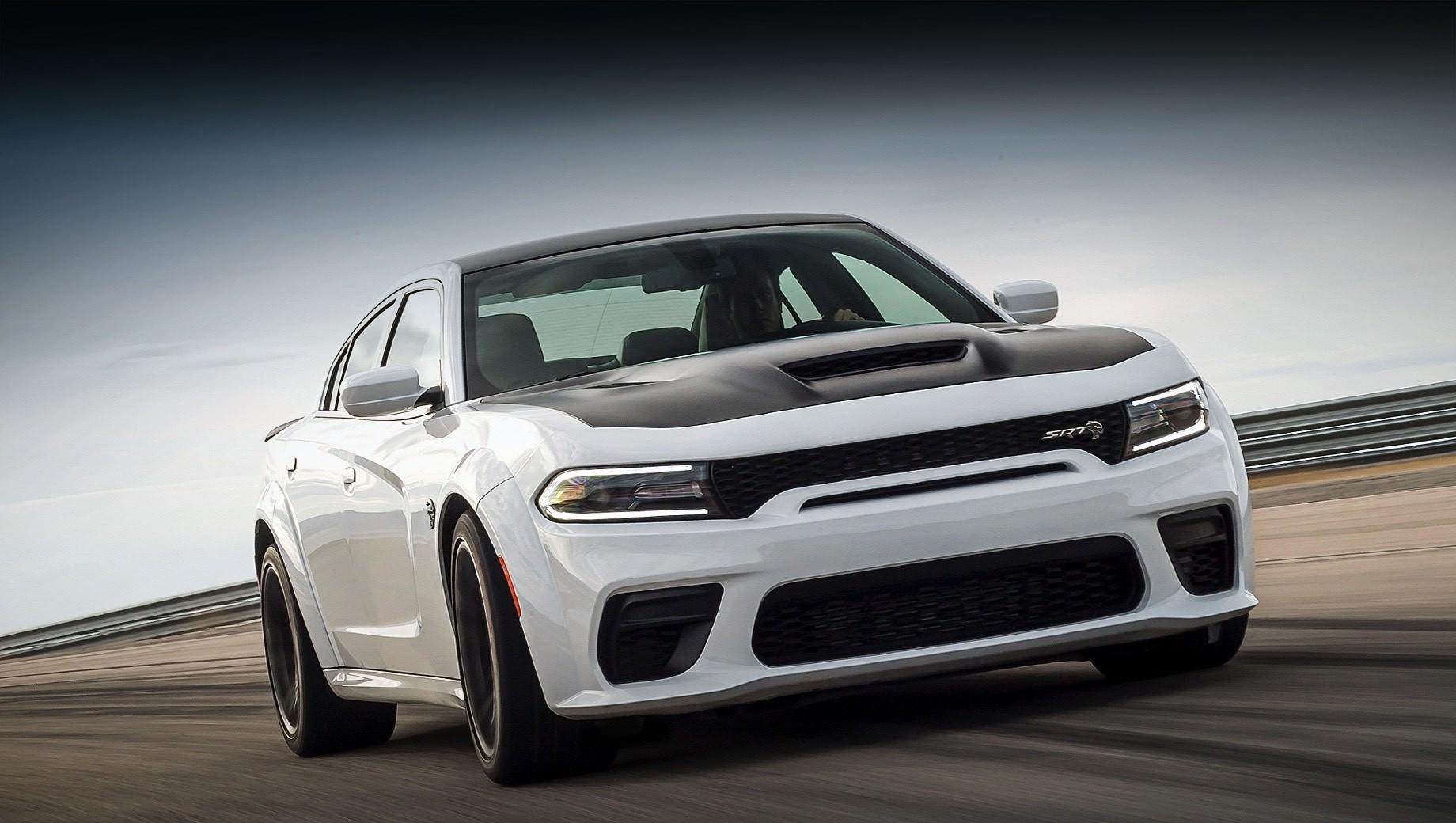 На американский рынок вышел седан Dodge Charger 2021 модельного года. О появлении хардкорной версии SRT Hellcat Redeye мы уже знаем, но есть и другие новости.