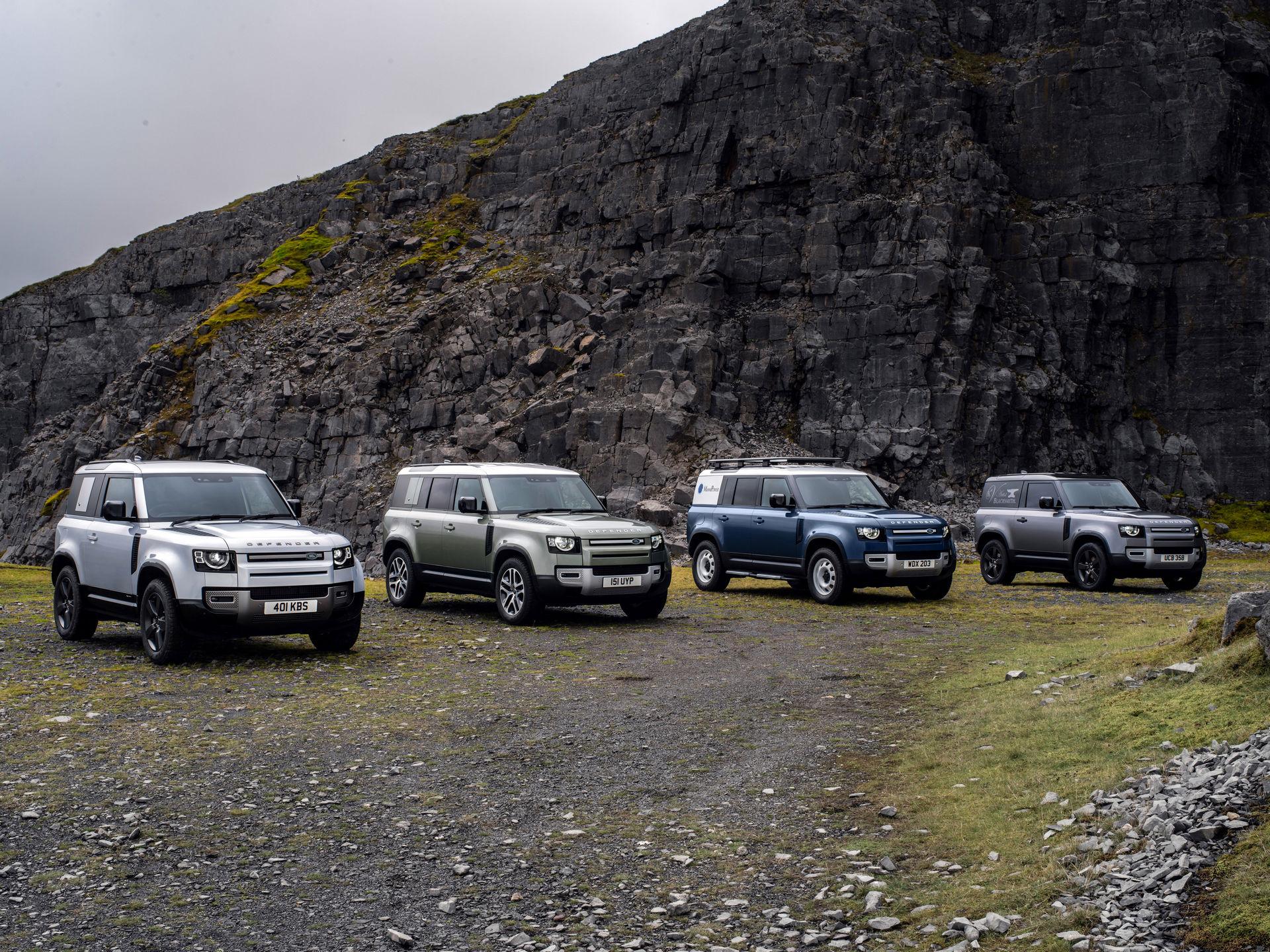 Новый Land Rover Defender вышел на европейский рынок весной нынешнего года, но производитель уже начал модернизировать гамму: внедорожник получил несколько недоступных ранее модификаций.