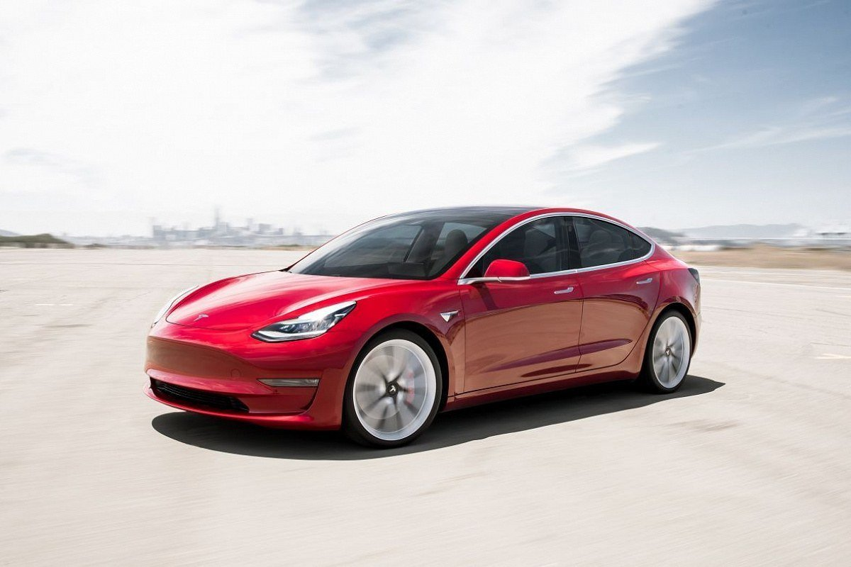 Chinese media have received reports that Tesla was planning to roll out a major update for its entire Model 3 range, redesigning it with new looks and equipment in both U.S. and China versions.