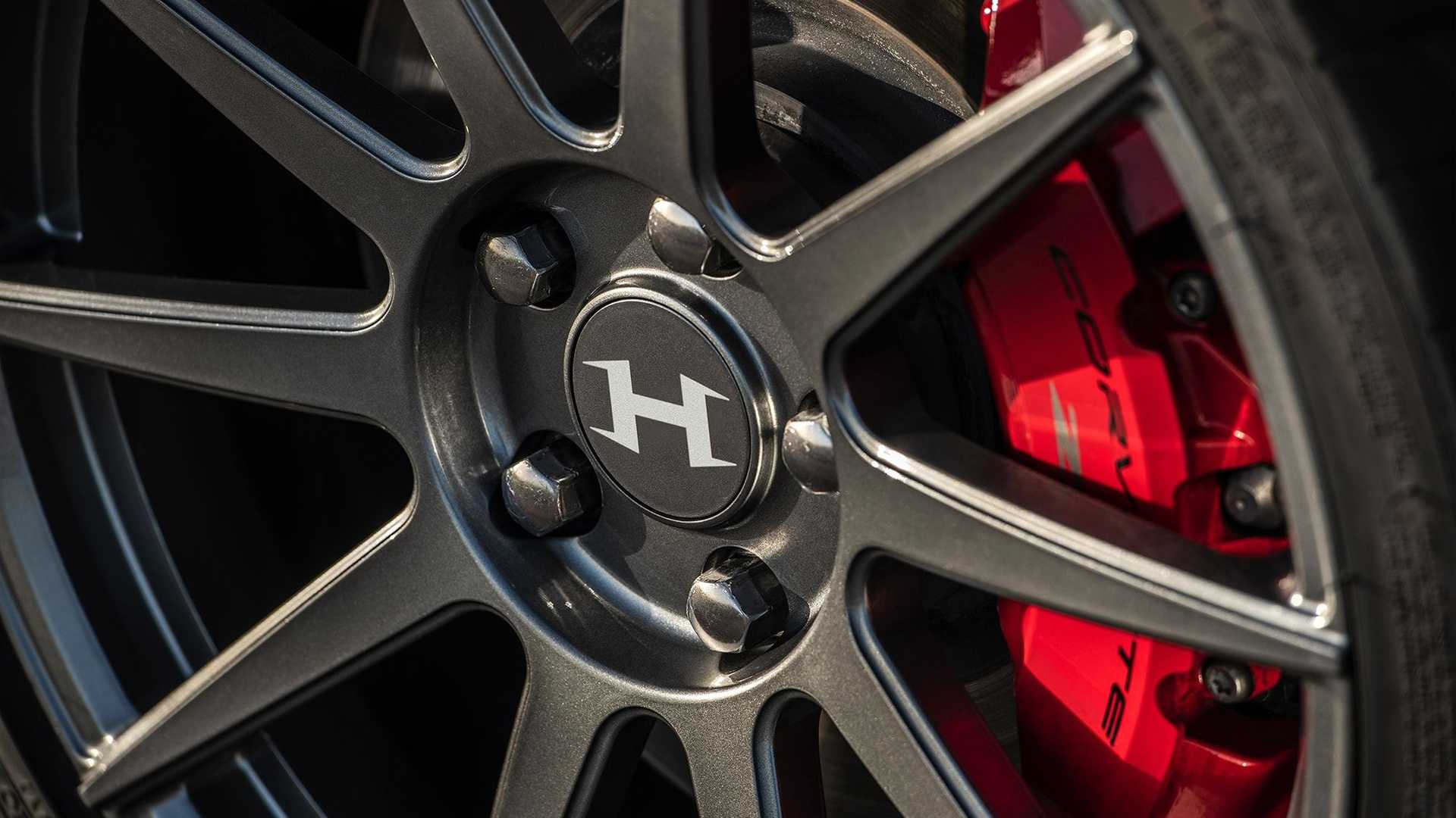 Working on the C8 'Vette, the Hennessey Performance team must have been inspired enough to start designing neat individual upgrades for it. This lightweight, aerodynamically shaped forged wheel is the latest item on the list.