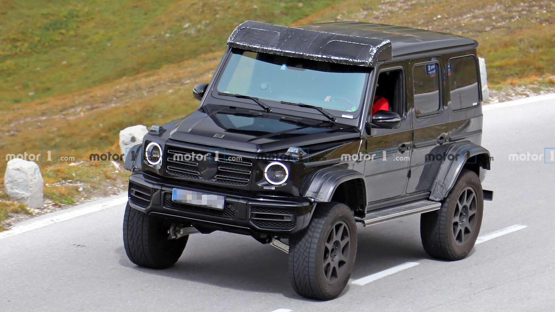 The camera-wielding crowd has once again tracked down a particularly well-outfitted Mercedes-Benz G-Class with plenty of advanced off-road features. This may very well be the successor to the outgoing G 500 4x4² spec.