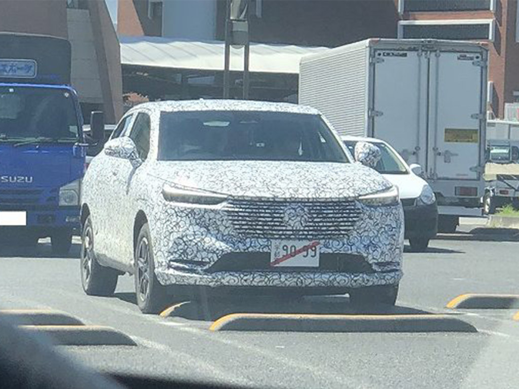 Honda resurrected its HR-V compact SUV six years ago and has been selling it under various localized names in the United States, Europe and China since then. Today, a third-generation test vehicle was spotted somewhere in Japan.