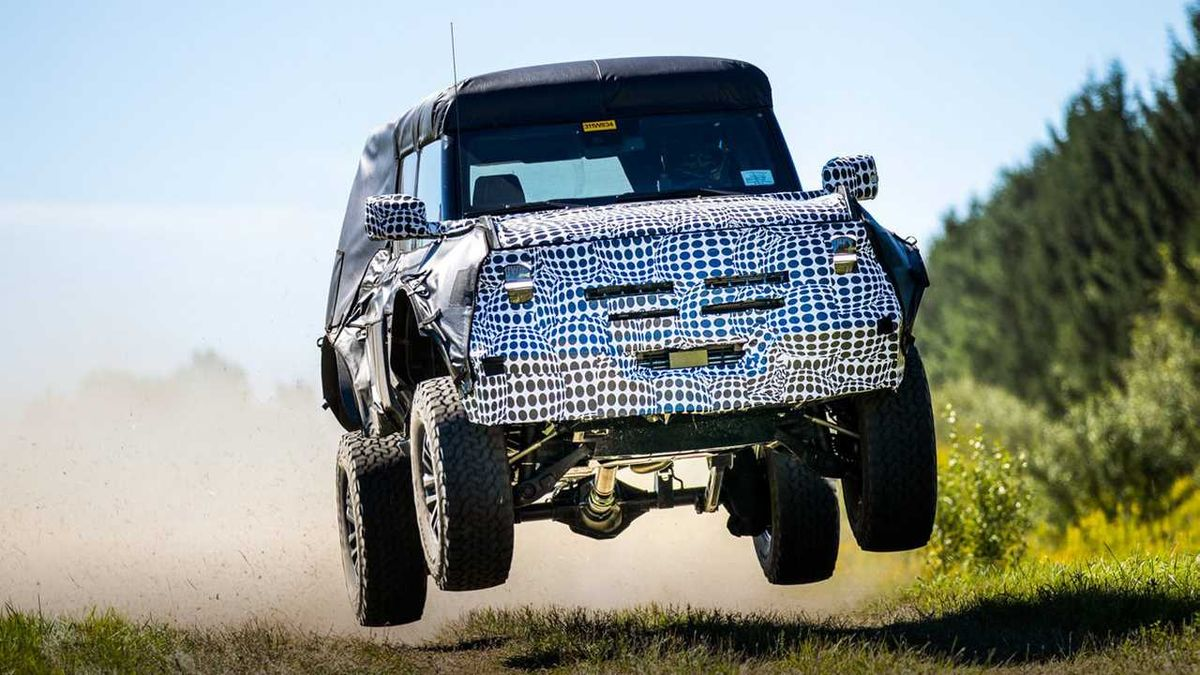 The U.S. automaker has shared a pic showing a camouflaged Bronco caught on camera in mid-flight. While no further details were disclosed, it looks like a high-performance spec is underway to the market now.