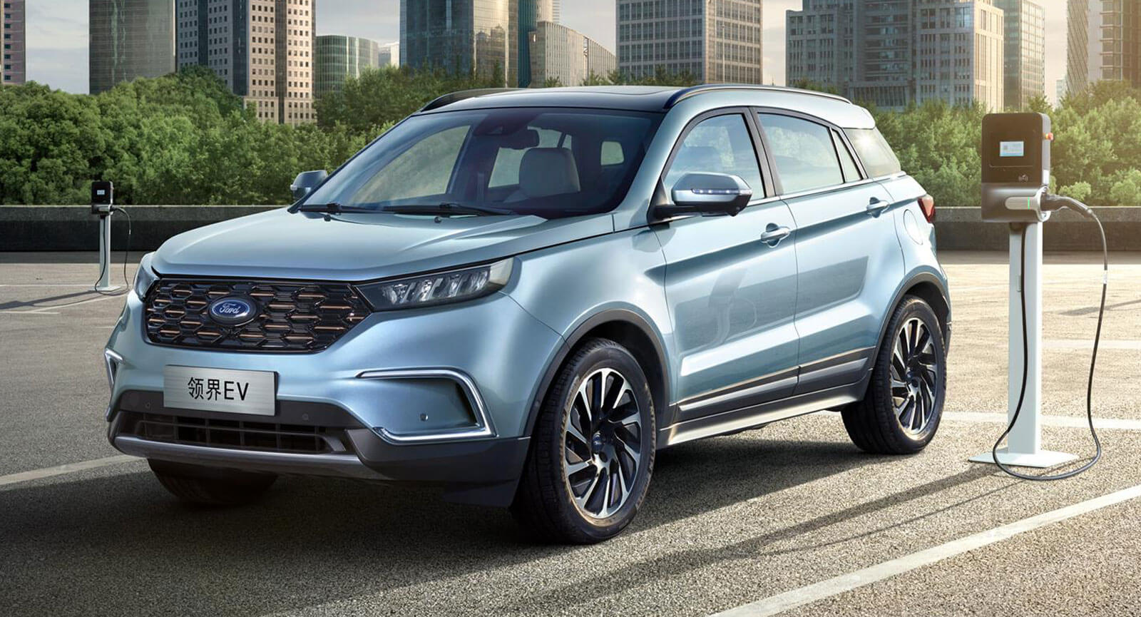 Ford has announced the 2021-model-year version of its battery-powered Territory crossover for China. The update brings along a battery size boost from 49.14 to 60.4 kilowatt-hours, extending NEDC-rated range from 360 to 435 kilometers.