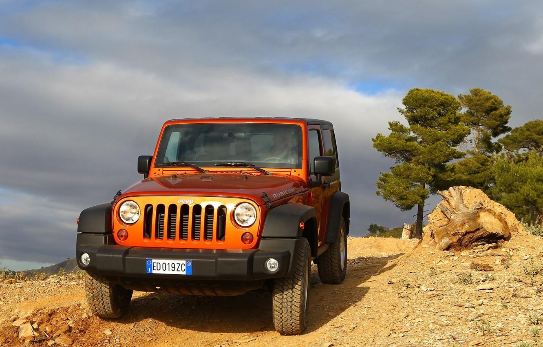 До конца сентября британским покупателям Jeep Wrangler будет доступно спецпредложение – яркое исполнение кузова без доплаты. Хотя ранее за «цветастые» внедорожники приходилось доплачивать £675. В бесплатной палитре значатся четыре оттенка: красный, оранжевый, желтый и голубой.