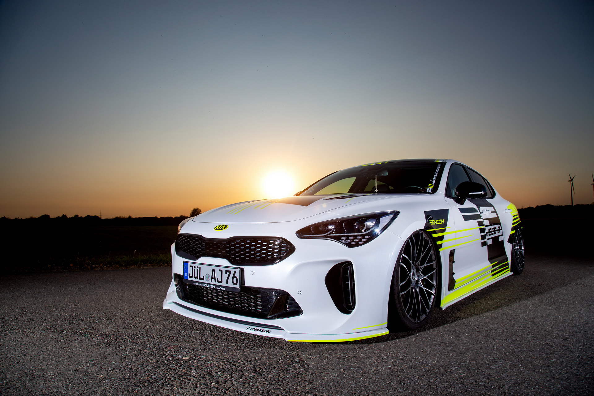 German tuner AMJ-Fahrzeugdesign somehow arrived at the conclusion that the latest Kia Stinger needs a major stylistic overhaul. This is how the magnificent StingAir came to be – a real eye candy, if little else.