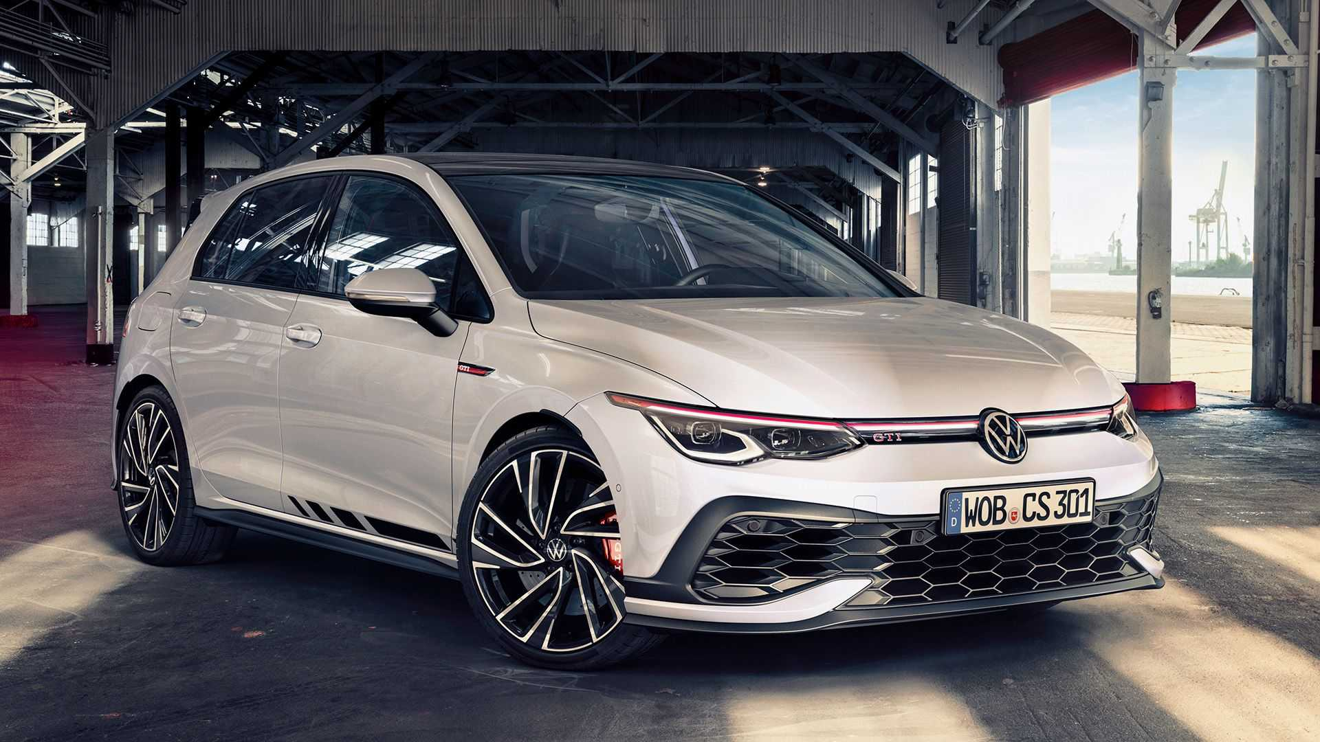 The eighth-gen Volkswagen Golf GTI hot hatch debuted this spring, and today, the range-topping Clubsport modification joins it with added power and a driving mode called Special.