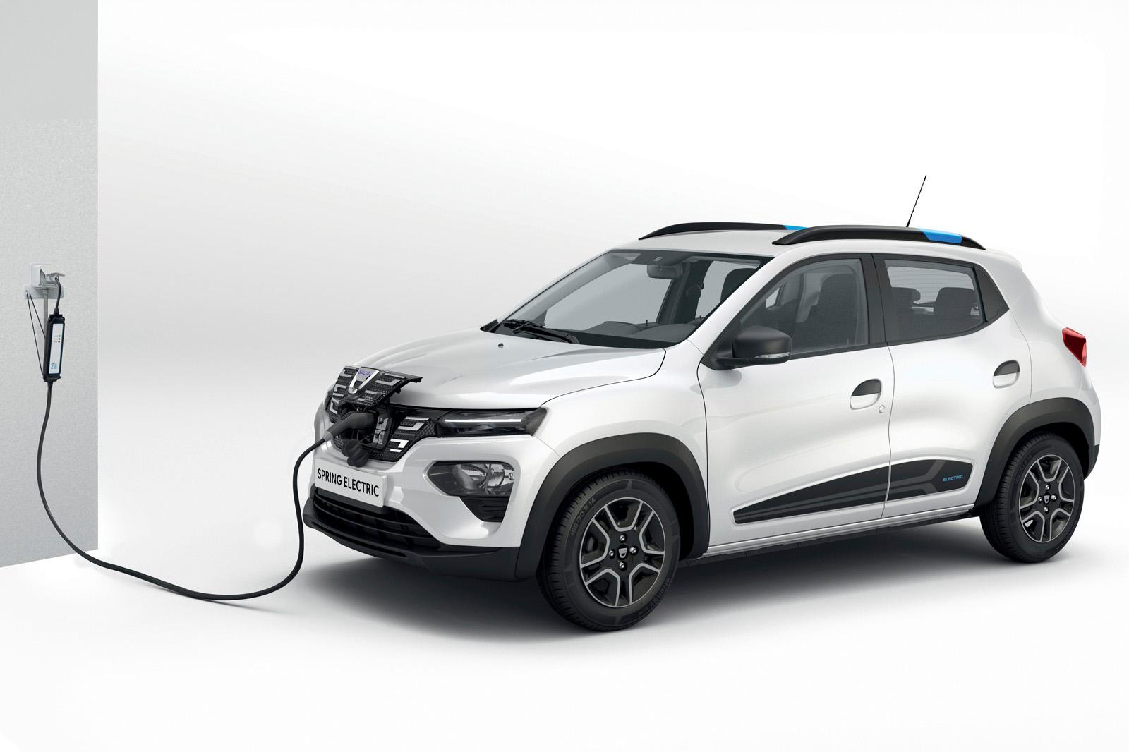 Хэтчбек Renault Kwid с бензиновым двигателем появился в Индии ещё в 2015-м. Через пару лет он добрался до Южной Америки, а год назад – уже с электромотором – появился в Китае как Renault City K-ZE. На очереди – европейский рынок: электрокар показан здесь под именем Dacia Spring.