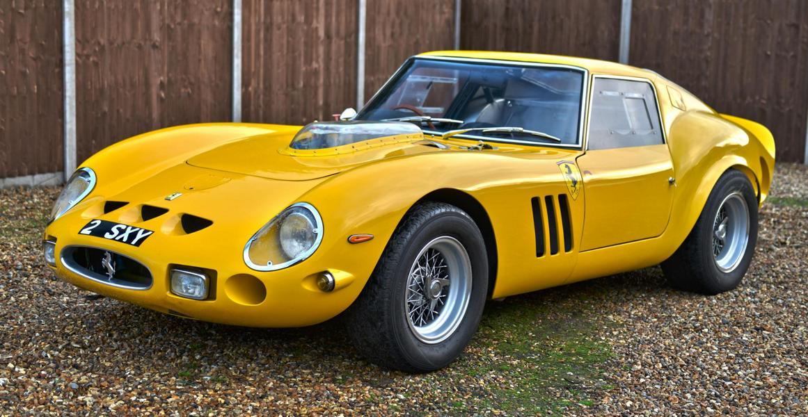 Мало какие автомобили пользуются таким почетом у коллекционеров, как старинные «Феррари». Чего стоит одна легендарная модель 250 GTO, вышедшая в 1978 году тиражом 36 штук и не так давно проданная за $80 000 000. Тот экземпляр, что вы видите, стоит на два порядка меньше, но он по-своему удивителен и неповторим.