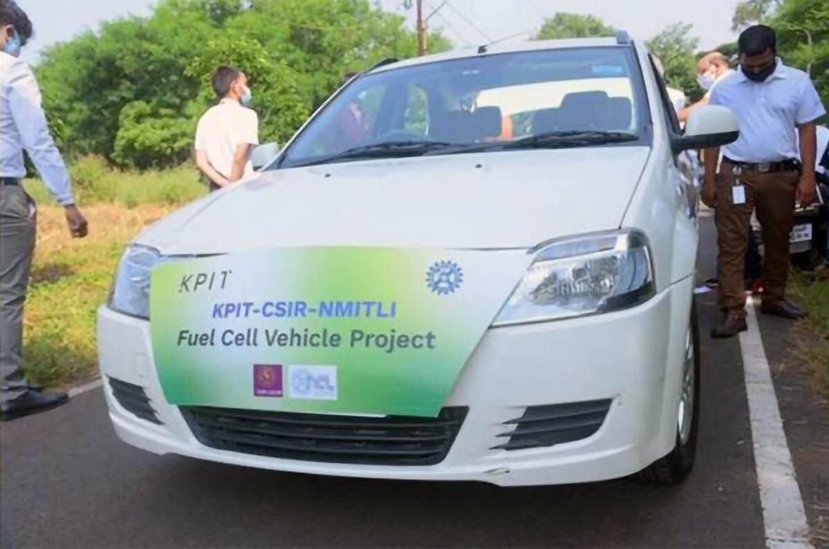 В Индии дебютировал первый водородный автомобиль на базе Mahindra Verito (на видео) – лицензионной вариации Renault Logan.
