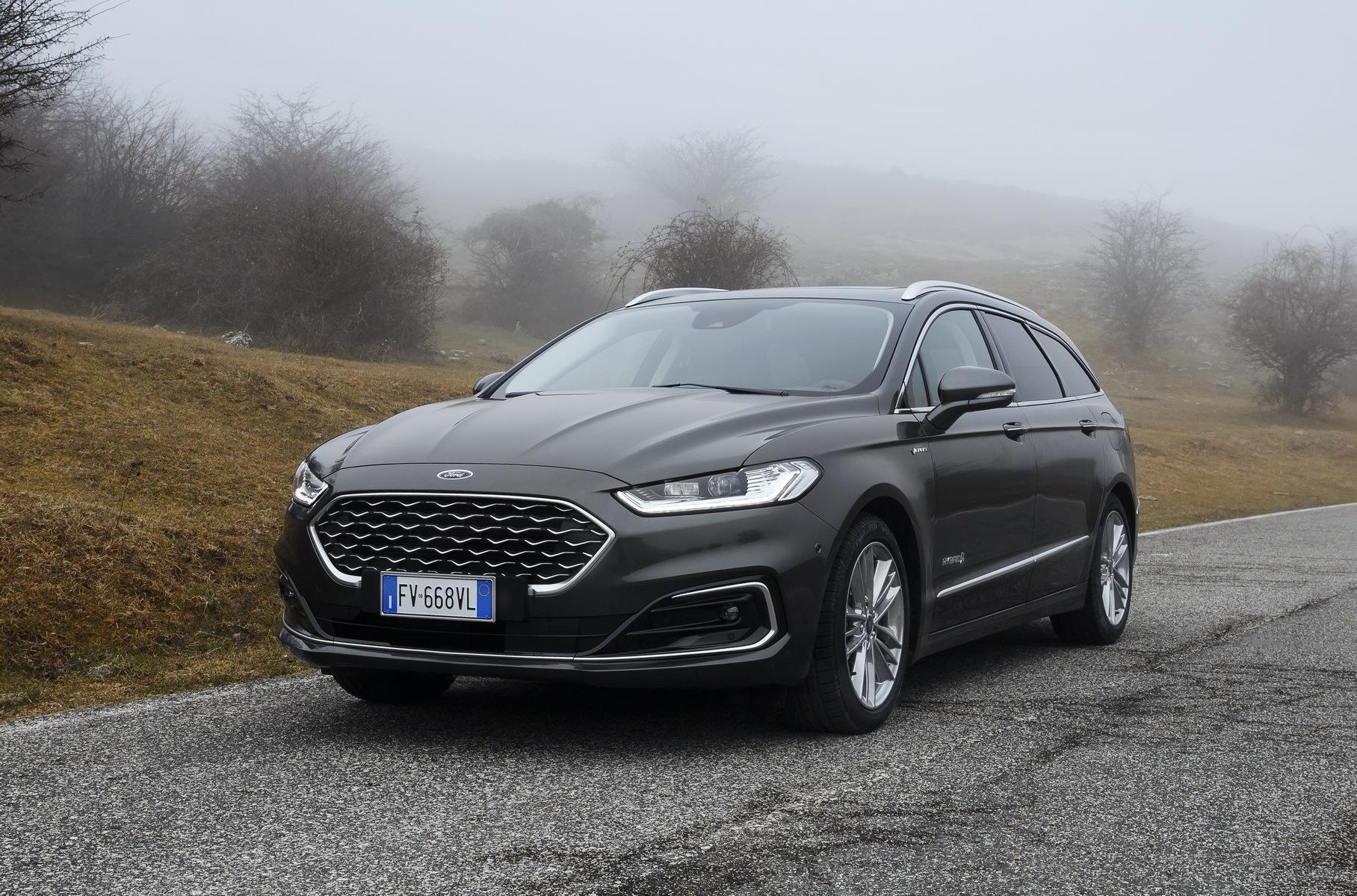 В будущем «Форд Мондео» заменят новой моделью, а пока разработчик вносит изменения в существующее семейство. Накануне объявили об одном из них: отныне автомобиль будет доступен только в гибридном и дизельном исполнении. Бензиновый вариант ушел в историю.