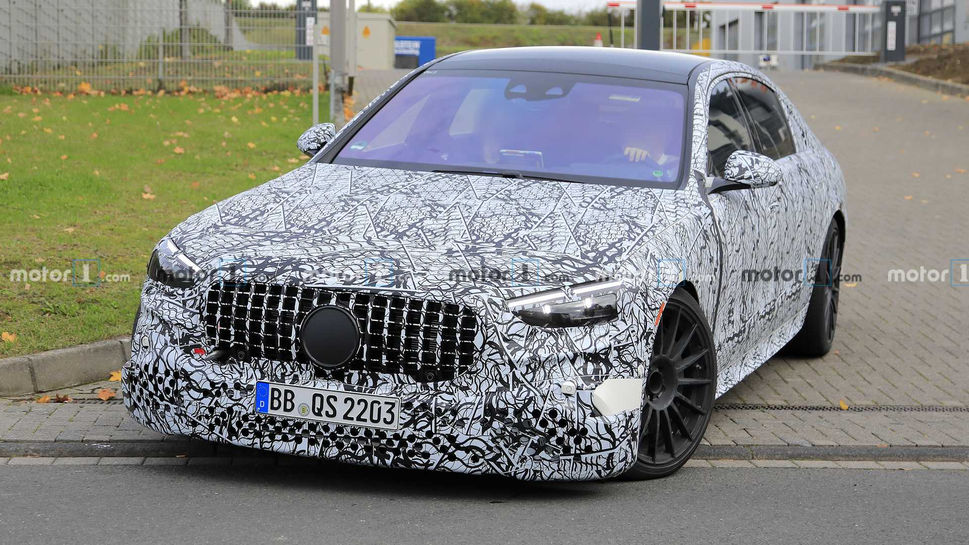The range-topping S 63 model by Mercedes-AMG came out for a series of driving tests and was immediately spotted by camera-wielding people. Let's see what's new and exciting, shall we?