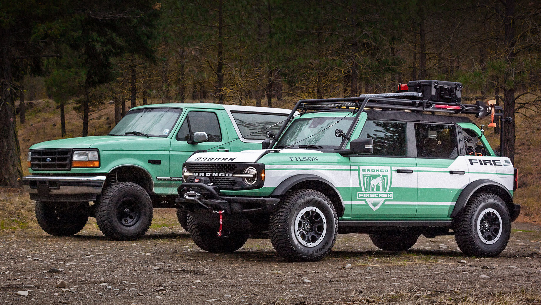 Когда-то прежний Ford Bronco в окраске Forest Service Green помогал бороться с лесными пожарами, а теперь на службу отправится новое поколение. Bronco Filson Wildland Fire Rig создан при участии производителя одежды Filson, чьи логотипы и материалы использованы в отделке.