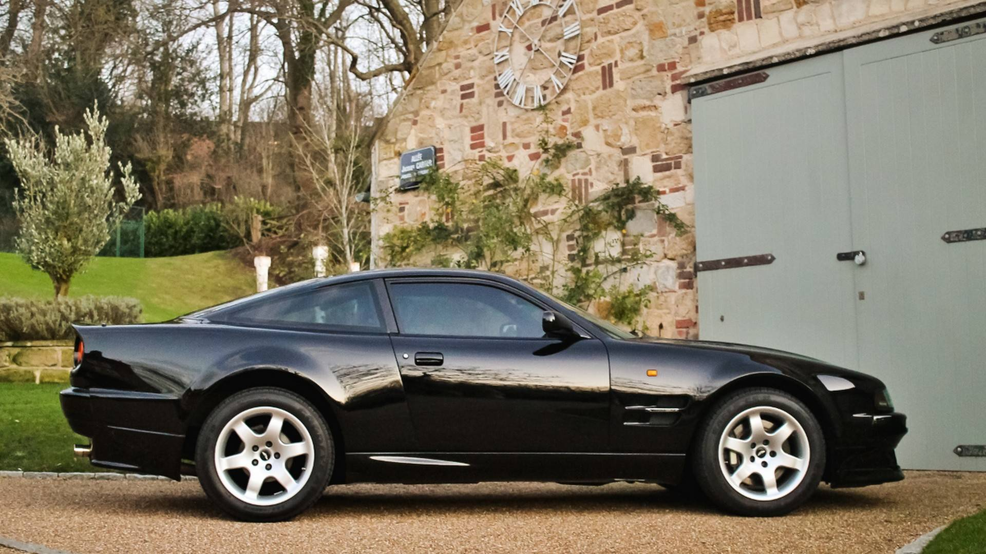 The Aston Martin of today evokes associations with grand touring vehicles – opulent, cozy and well suited for long journeys. However, things were markedly different back in the 1990s, and many tuners still remember those times.