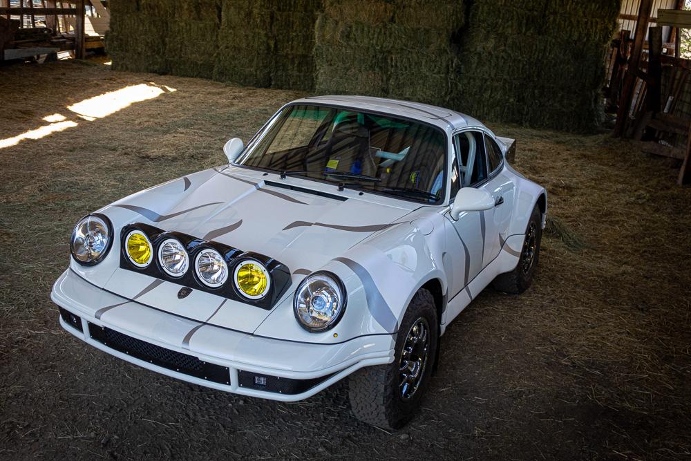 Наверняка вам и ранее доводилось видеть внедорожные конверсии спорткаров серии Porsche 911, но данный экземпляр по-своему неповторим и выполнен на высочайшем техническом уровне.