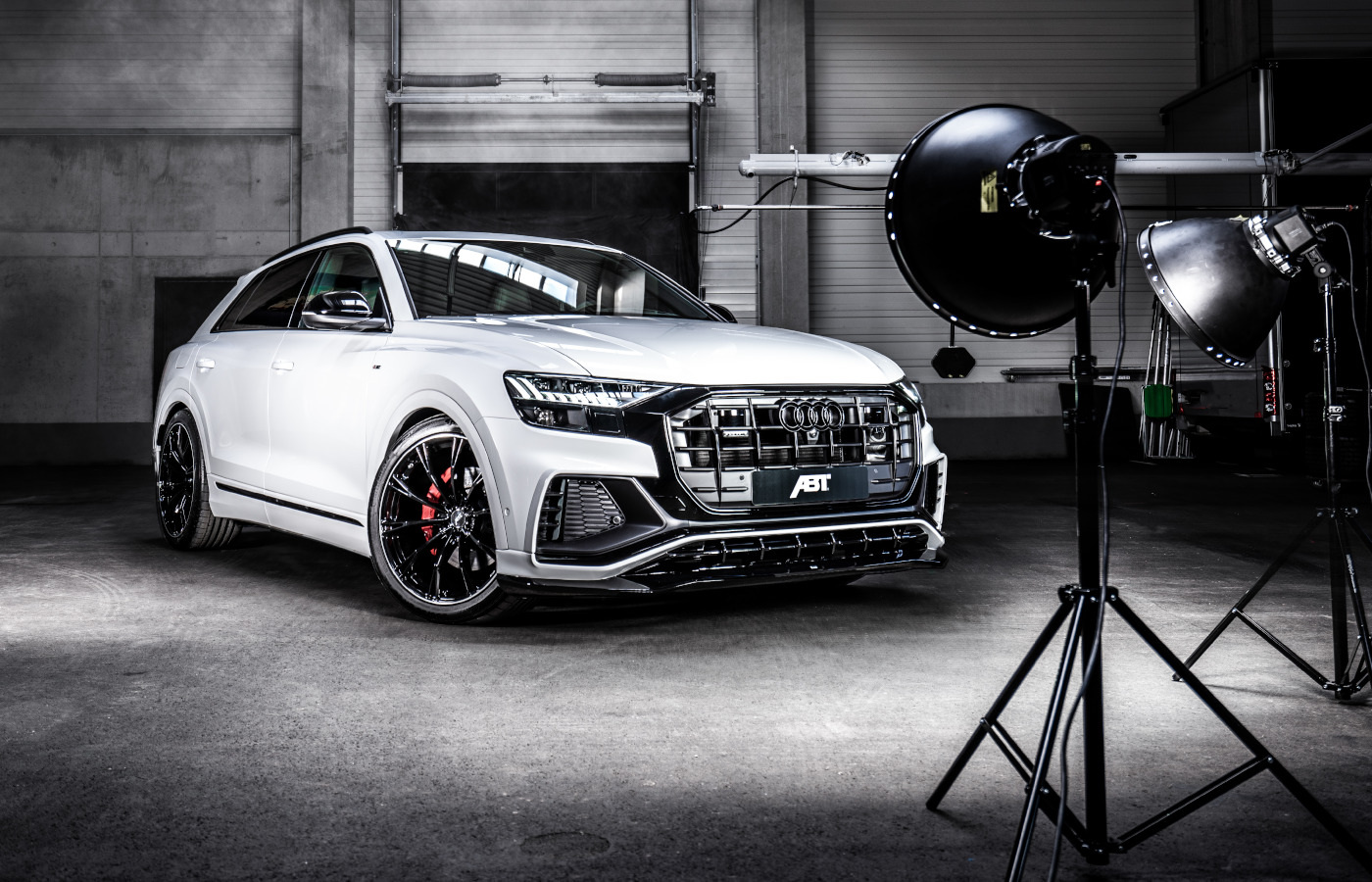 The AutoTopNL team of reviewers has laid its hands on a rare and expensive Audi RSQ8-R. ABT Sportsline said there would only be 125 such vehicles, each packing 740 PS (730 hp / 544 kW) along with 920 Nm (678 lb-ft) of torque.