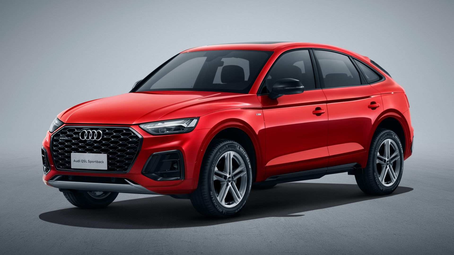 The Euro-spec Audi Q5 Sportback is heading to China after gaining 89 extra millimeters (3.5 inches) of length and wheelbase. The car will celebrate its official premiere at the Guangzhou Auto Exhibition opening for the media on November 20, 2020.