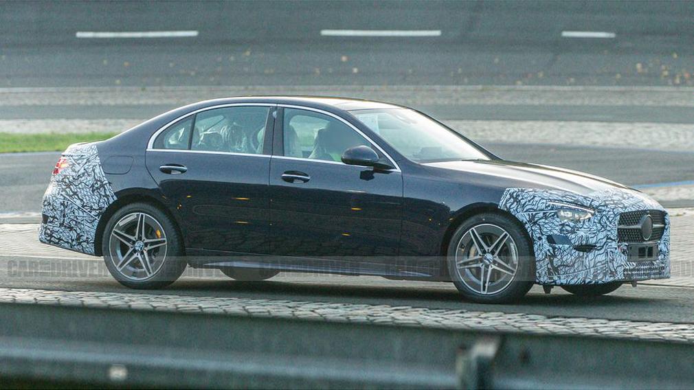 Наши зарубежные коллеги поделились снимками нового Mercedes-Benz C-Class, который почти сбросил маскировку. Взглянем?