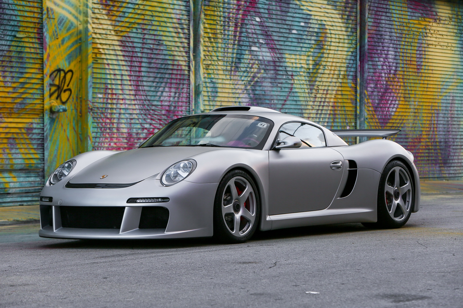 The RUF tuner team caused quite a few ripples back in 2007 when it launched the CTR3, an extreme track tool based on the Porsche Cayman chassis and tech. The tiny coupe had gorgeous looks and packed 700 PS (690 hp / 515 kW) under the hood, which enabled it to outpace many supercars.