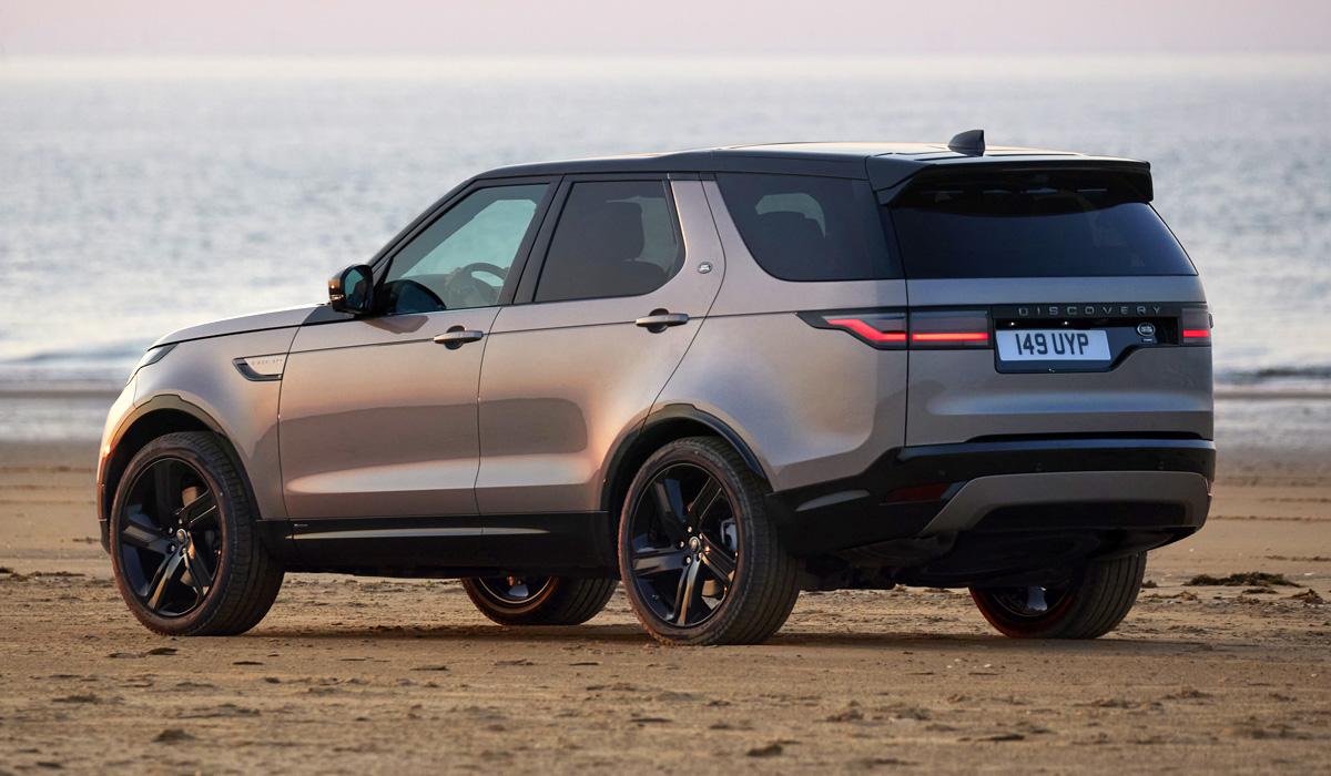 За несколько месяцев компания Land Rover обновила почти все свои модели – Range Rover, Range Rover Sport, Range Rover Evoque, Discovery Sport и Range Rover Velar. Теперь подошла очередь Discovery.