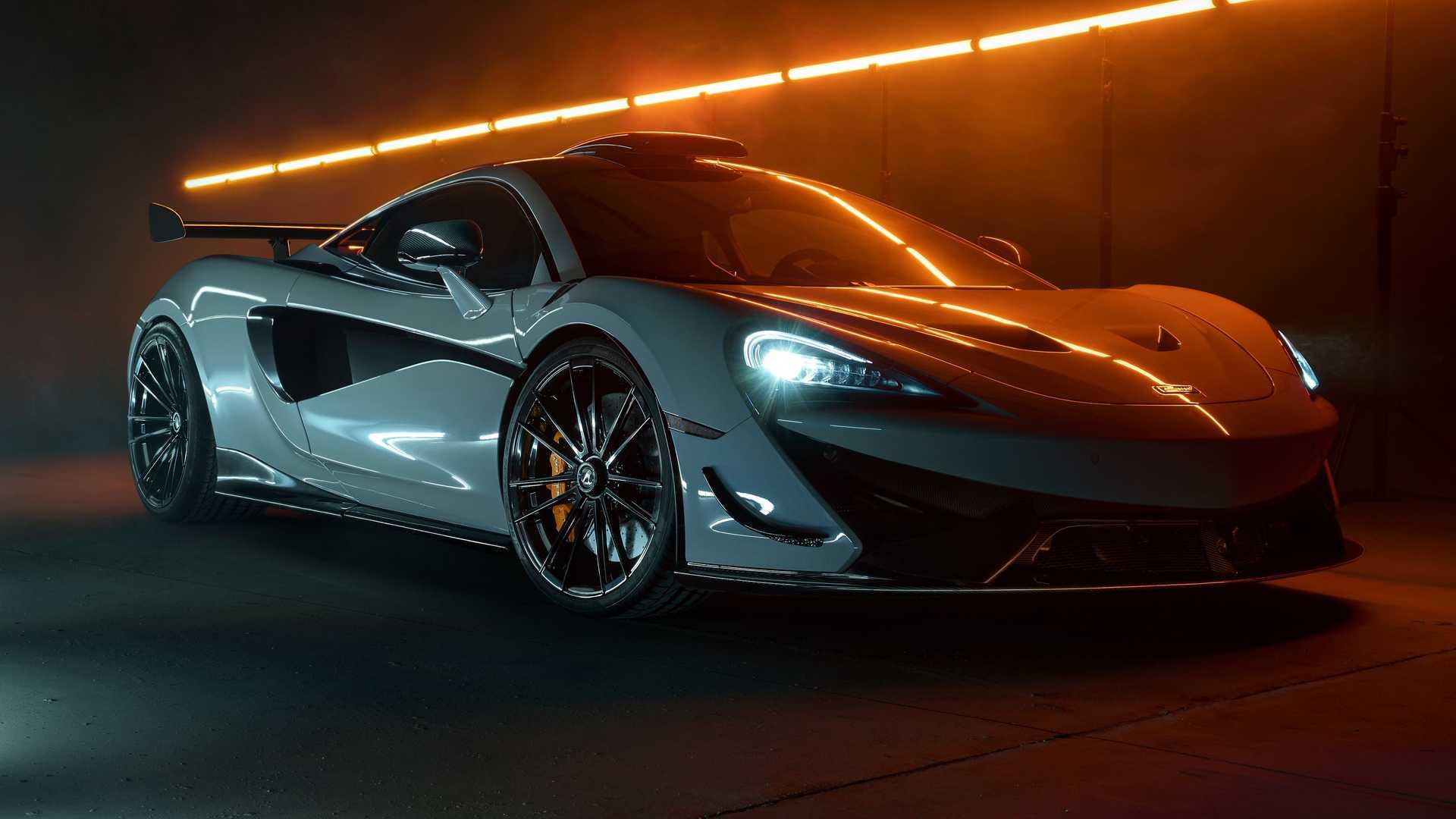 Суперкар McLaren 620R выходит тиражом всего 225 единиц по цене от $300 000, но если вам и такой эксклюзивности покажется мало, то всегда можно обратиться в тюнинг-ателье за программой персонализации.