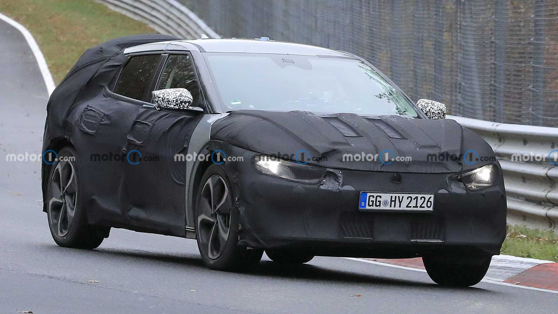 Kia Motors seems to be preparing a mysterious all-electric CUV for its official debut. These spy photos were made at the Nürburgring in Germany.