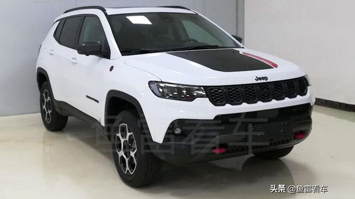 The current Jeep Compass has been in production for four long years, and an update is coming soon. The car shown here is China-only, but other markets will likely get something very similar to it (this was the case with the pre-facelift version).