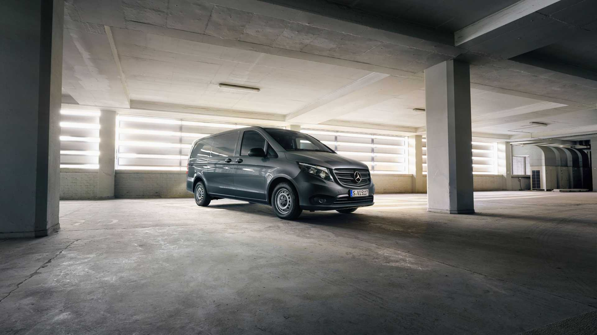 The refreshed Metris/Vito family includes a passenger van, a commercial van and a new campervan that we have already reported on before.
