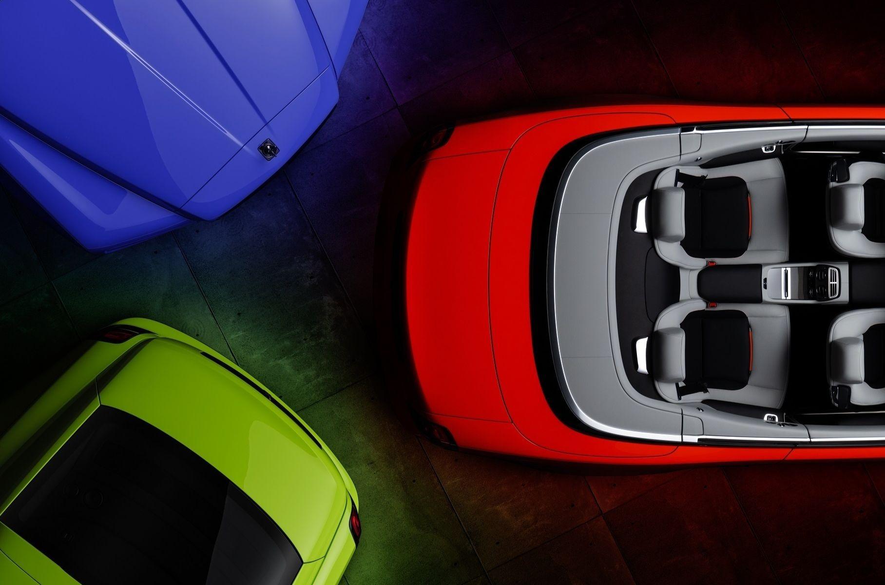 «Роллс-Ройс» предложил серию новых цветов кузова под названием «Неоновые ночи». Оттенки доступны для нескольких моделей в исполнениях Black Badge.