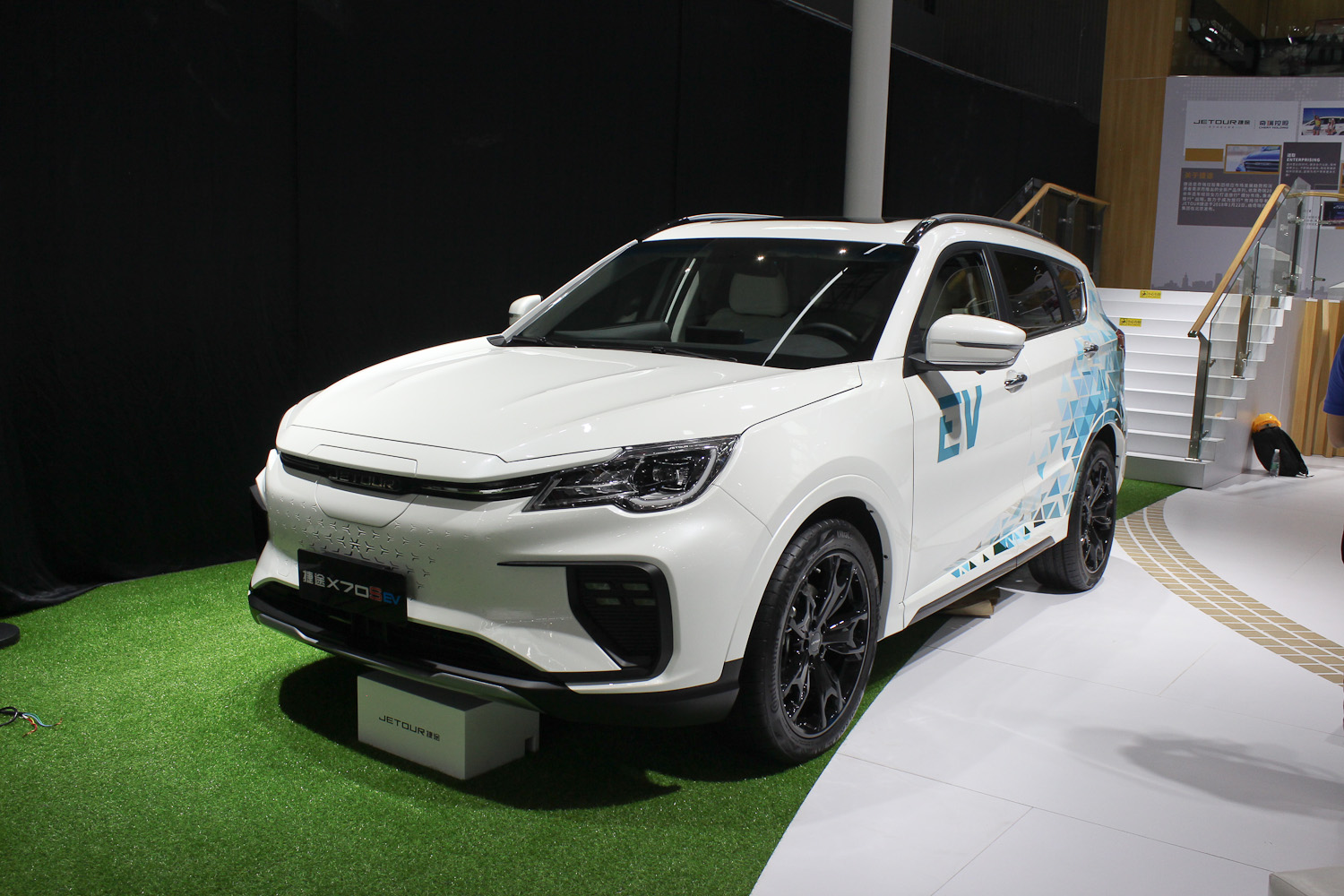 Jetour, a sub-brand of Chery, revealed the second generation of its X70 Plus SUV this autumn, landing it with a number of considerable improvements. Some of us had expected the all-electric X70S EV to follow suit, but it only received a slight refresh.