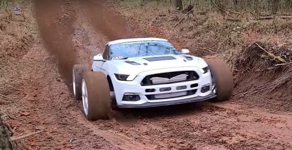 If you were invited to a hill climb race, what kind of car would you pick for the job? Definitely not a muscle car like the Ford Mustang, right? Well, color us surprised: someone actually did just that.