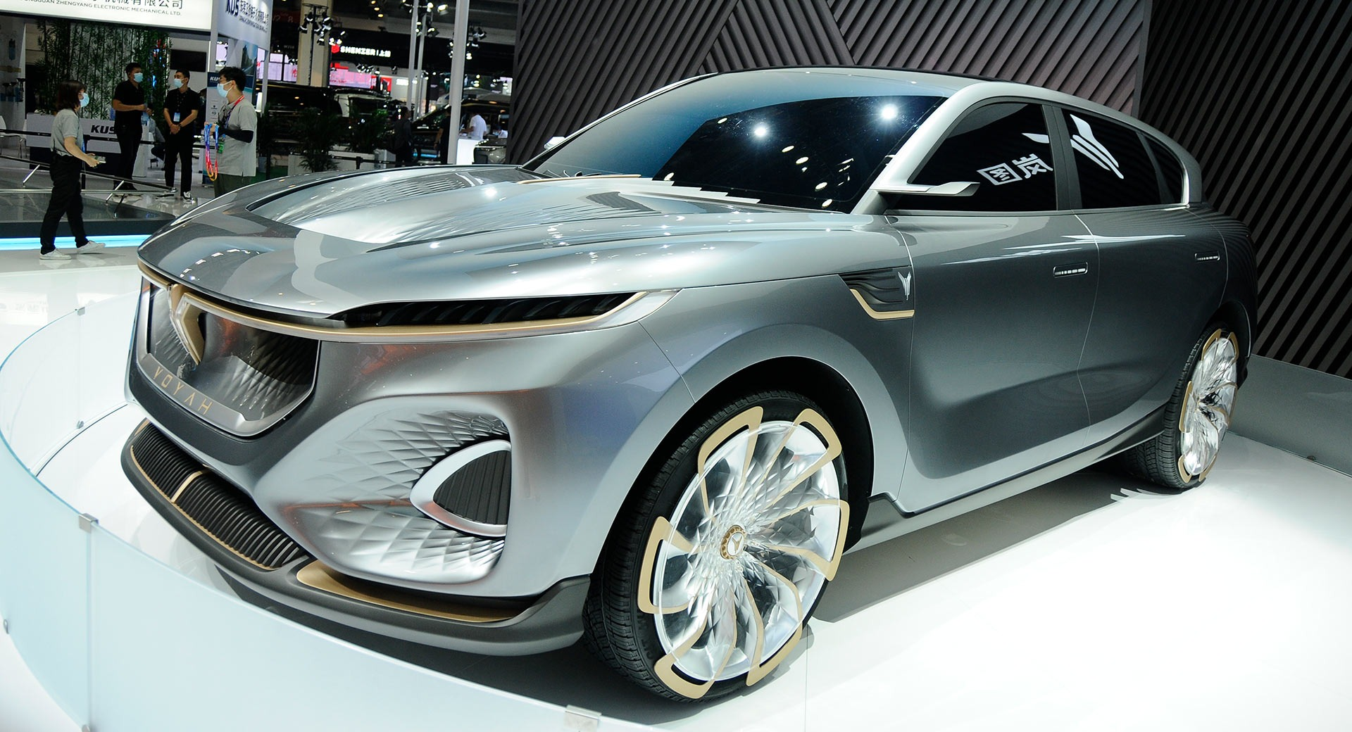 Budding luxury car brand Voyah came to this year's Auto Beijing show with the iFree Concept, which is now being tested on public roads and should soon hit production. The premiere is scheduled on Wednesday, December 16, 2020.