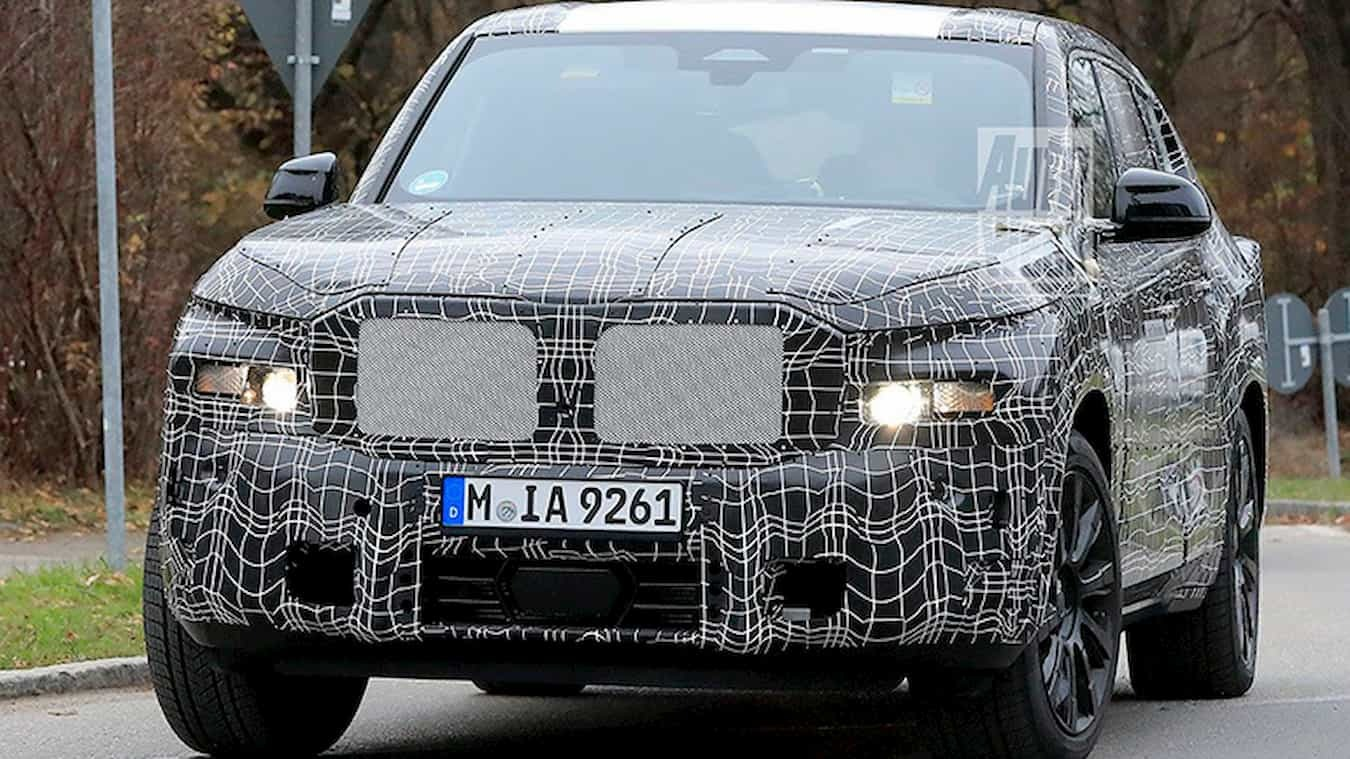 The Bavarian automotive giant is getting ready to premiere its new flagship model – the X8 – and if these shots are any indication, it sports a rather innovative design.