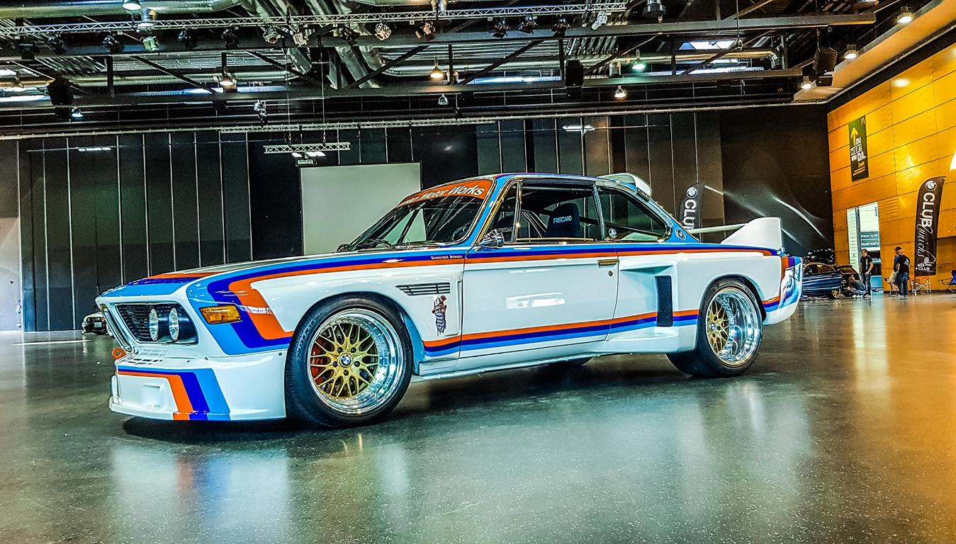Finding a racecar like the BMW 3.0 CSL E9 on sale can be a futile undertaking given that it is more than half a century old. The rare surviving examples fetch seven-digit euro amounts on auctions. Nonetheless, a car aficionado from Germany went ahead and built his own replica – based on OEM parts, no less!