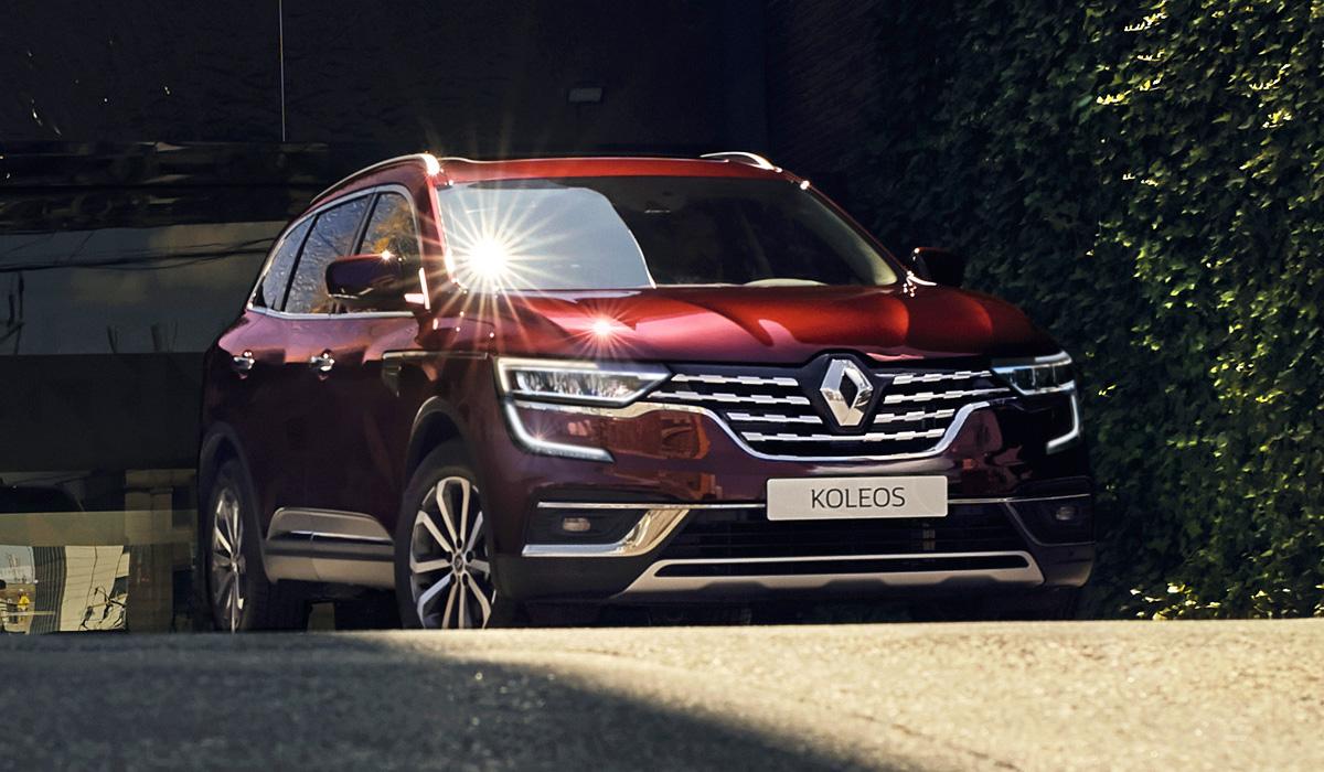 Прошлогоднее обновление (см. видео) практически не изменило дизайн Renault Koleos для европейского рынка, поэтому производитель снова доработал кроссовер второго поколения.