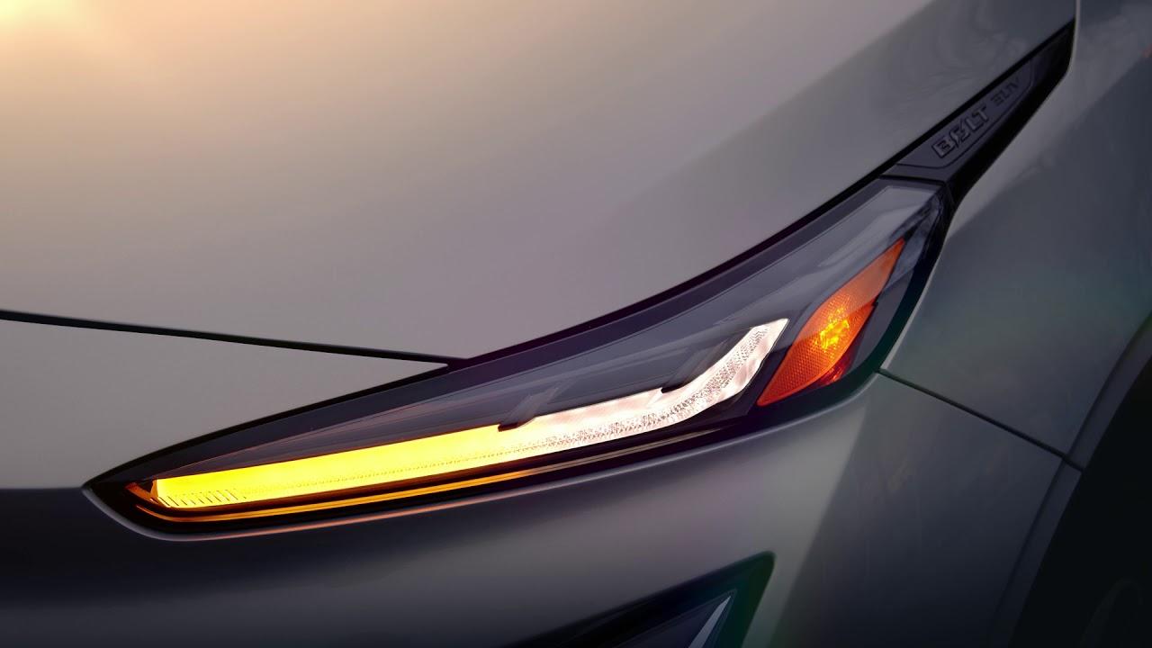 General Motors опубликовал новый тизер «батарейного» паркетника Bolt EUV, пообещав представить модель уже в феврале и вывести на рынок летом.