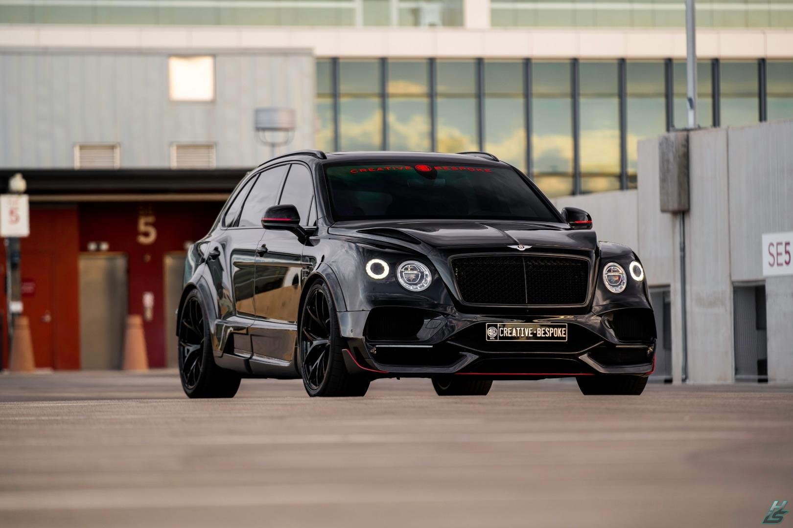 Американское тюнинг-ателье Creative Bespoke явило миру весьма экстравагантно доработанный Bentley Bentayga 2019. За люксовый кроссовер с пробегом 7000 км просят $239 000 – на полсотни тысяч больше, чем за полностью укомплектованную «Бентайгу» новейшего модельного года.