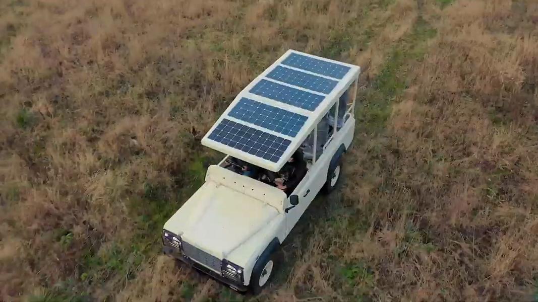 Sunreef Yachts, один из ведущих мировых производителей экологичных морских яхт класса «люкс», неожиданно для всех представил проект по переводу Land Rover Defender на энергию солнца.