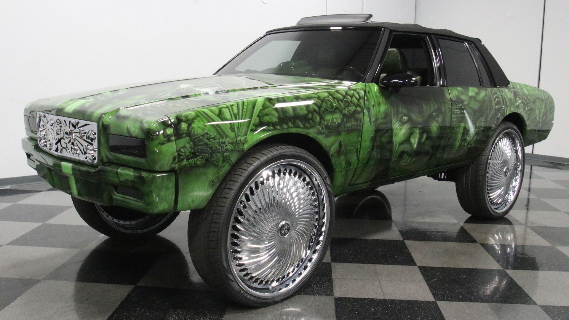 На аукционе Streetside Classics продают крупный седан Chevrolet Caprice, стилизованный под героя вселенной комиксов Marvel. За «Халка» просят всего $40 000 – столько, по словам мастеров из Spade Kreations, в далёком 1989 году ушло на одну только окраску кузова.